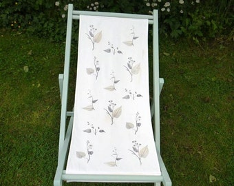Linen deck chair with vintage foliage design and painted frame