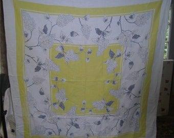 1950s PRINT KITCHEN TABLECLOTH - Yellow & Gray Hydrangeas