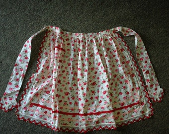 Handmade Apron With Red & Pink Roses Crocheted Edging