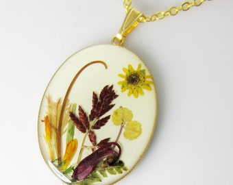 Wildlife Plants,  Pressed Flower Pendant, Natural plants in resin, pressed flower jewelry  (1665)