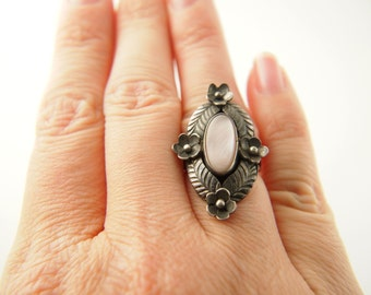 Mother of Pearl Flower Ring - Sterling Silver - Vintage Jewelry