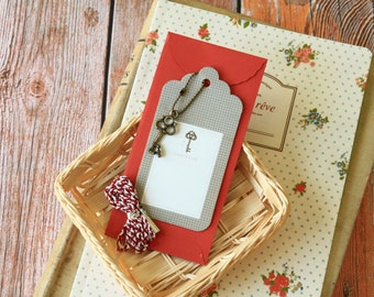 KEY Vintage Style Metal Charm & Scallop Gift Tag