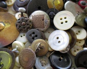 DESTASH button box treasures - vintage buttons, bag #3