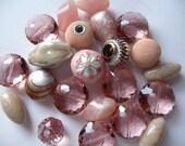 Beads, Jesse James Beads, Pinks, 25mm to 13mm, 22 Beads