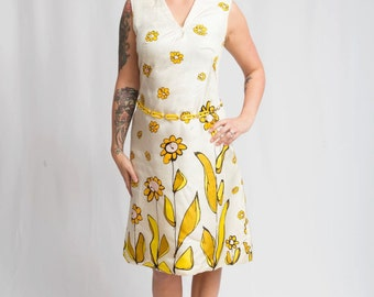 Mad Men Blasts Away - Vintage 1960s White Sheath Scooter Dress in White w/Large Power Flowers - 8/10