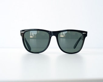 Vintage 80's 90's 1990s 1980s Black Wayfarer Sunglasses