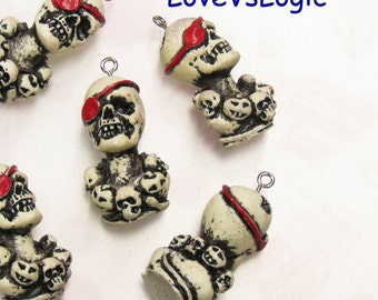 4 Pirate Skull Plastic Charms.01
