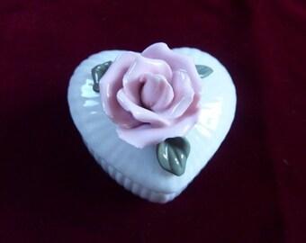 Vintage Heart Shaped Relief Rose Trinket Box Mini Ring Box Engagement ring holder