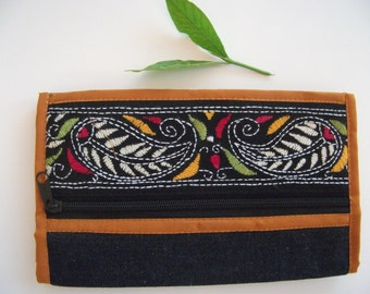 Hand Made  Purse/ money bag- Embroidery on Jens Fabric - Very Cute!