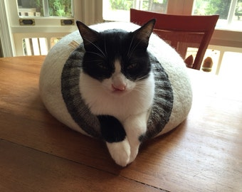 Pet bed - cat cave - cat house - dog bed - handmade wool cat bed - eco - grey - white - brown - Easter day gift