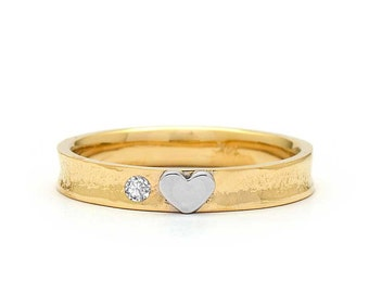 Heart Shaped Wedding Ring in Yellow Gold