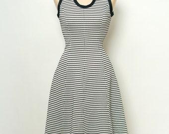 Vintage 60s Dress / 70s Dress / Dress Black,White /1960s Twiggy / Mod Dress / Retro Fashion / Dress Sleeveless / Retro 60s Dress,