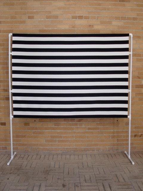 stand et toile de fond noir et blanc photo booth. Black Bedroom Furniture Sets. Home Design Ideas