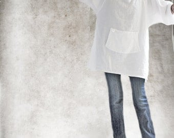 White linen tunic/Long blouse/Side slit top/Raglan mid sleeve/Big pull over