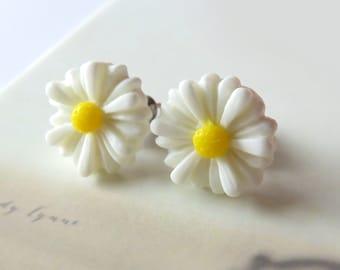 White Daisy Stud Earrings