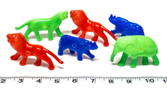 Wholesale Bird Toys : Drilled plastic animals bulk pack parrot toys and by