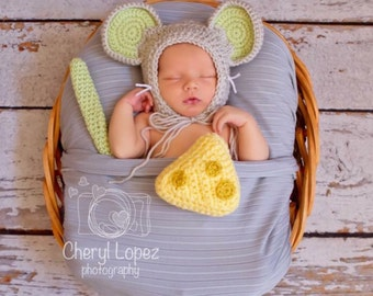 Crochet baby mouse, newborn prop, baby prop, baby shower gift
