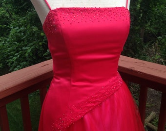 1990s red chiffon prom or bridesmaid gown. Elegant evening wear. Sexy formal dress, size 3 full-length prom dress. vintage ball gown.