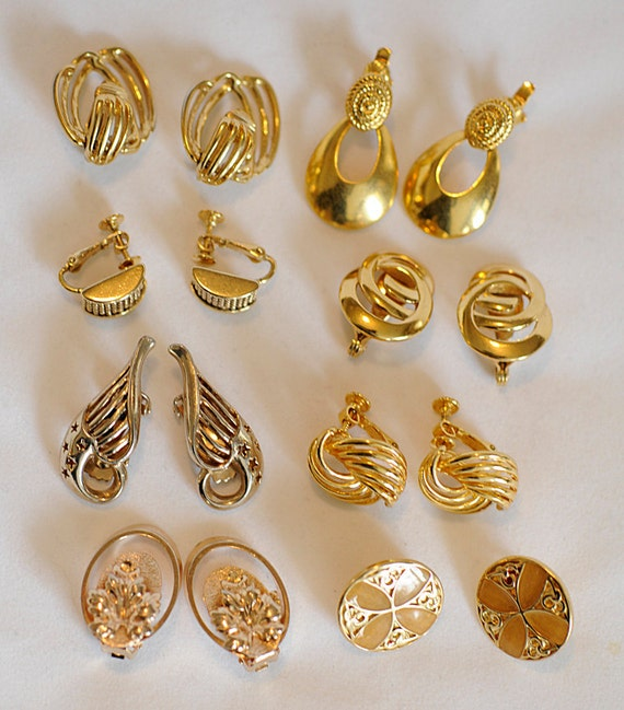 8 Pair Vintage Goldtone Clip-On Earrings Great Style For A Professional/Office