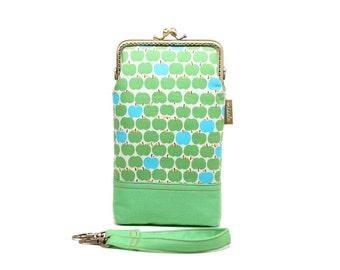 Green apples smartphone kisslock sleeve