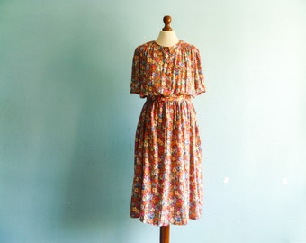 Vintage Summer Dress Floral Multicolor / Short Sleeve / Buttoned Top / Midi Long / medium
