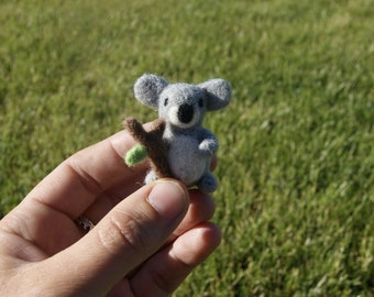 Felted koala, koala miniature, needle felted koala