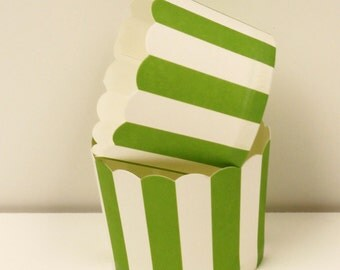 Cupcake Baking Cups, 20 Green Vertical Cupcake Liners, Candy Cups, Nut Cup, Baking Cups, Muffin Liners, Wedding Candy Cup, Baby Shower, Cups