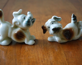 Vintage Pair of Miniature Dog Figurines - The Diggiest Dog - 1960's - Gloss finish - Canine - Mid Century