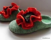 Felted slippers green with red poppies. Wool slippers, felted wool, bedroom slippers, leather soles, women in house shoes. -Made to order-