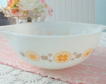 Pyrex Town & Country Cinderella Mixing Bowl 4 Qt  444