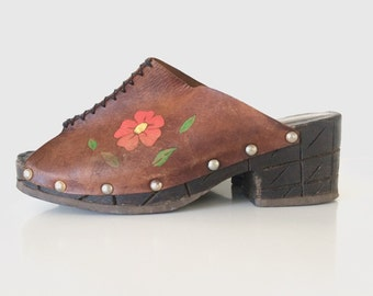"Vintage Boho Brown Leather Women's Platform Chunky 2.5"" Heel Shoes with carved heels Size: 9 with flowers painted on the sides"