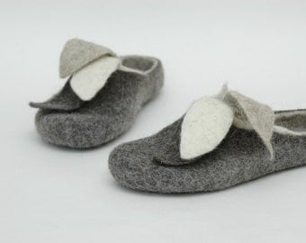 Felted slippers for women Handmade home shoes Grey White Leaves Natural felt Organic felt Eco fashion Traditional felt Woolen clogs