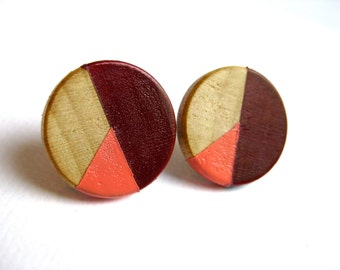 Geometrical round earrings in pink, burgundy and natural wood