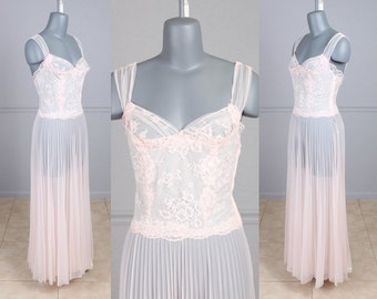 """Vintage 50s Negligee, Chiffon, Lace, Sheer, Pleated, Lingerie, Nighty, Nightgown, Vanity Fair, S, M, 34"""" Bust"""