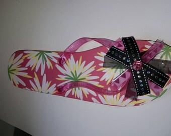 Sassy size 9/10 black and pink flip flops