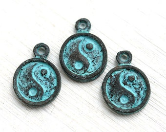 Yin yang charms, green Patina on copper, ying yang charms, Verdigris, Greek beads, ying yang beads - 3pc - F258