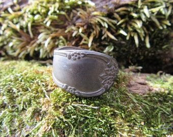 Vintage Spoon Ring Size 9 Decorative Floral Ornate Design Dark Patina Metal Ring Vintage Antique Jewelry Ring Repurposed Utensil Hand Made