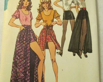 1973 Ladies Simplicity SKIRT SHORTS and Blouse