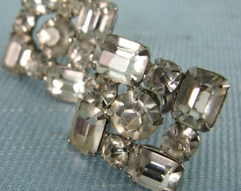 Vintage 1950s Earrings 50s Clear Sparkly Screw-Back Earrings Silver Tone Metal Unsigned