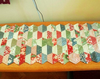 QUILTED TABLE RUNNER Hexi's