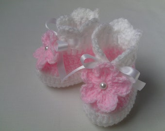 Crochet Baby Booties gift baby satin ribbon white flower baby shower photo prop