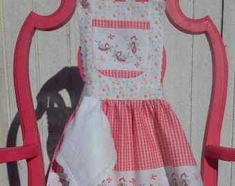 Sweet Little Girls Apron: Playtime Apron, Tea Time Apron, Girls Apron, Girls Gift Idea, Christmas Gift for Girls