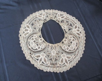 Lace Collar Seamless Point de Gaze With Two Wearing Options Rare
