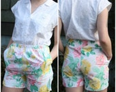 Bright Summer Floral Elastic Waist Shorts Size Medium