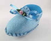 Handmade Pincushion Light Blue Felt Baby Shoe with Bow and Handmade Flower Pincushion Mother Day Gift New Mom Home Decor Sewing Room Decor