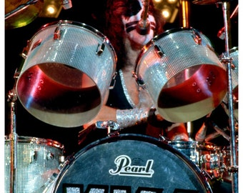 KISS Collectibles KISS Memorabilia KISS Peter Criss Pearl Drums Stand-Up Display Prints And Posters 1970s Rock And Roll Band Photos kiss76