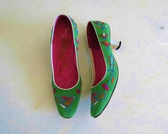 60s Taj Tajerie embroidered kitten heels size 6N