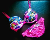 34D SUPER SWEET Limited Edition Push-Up Set: Pink Push-Up Bra with Superhero Girl Comics Fabric and Matching Panties