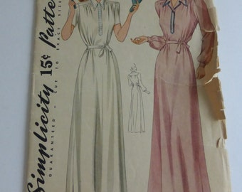 Antique Simplicity Pattern 3828 Misses Nightgown Size 16  Factory Fold