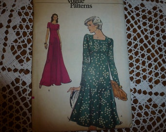 Vintage Very Easy Vogue Pattern 9056  Misses' Dress  Pattern   Size:  16 1/2